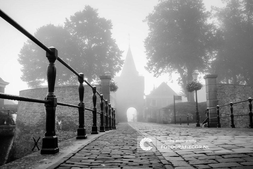 Sfeervolle ochtend | Vischpoort, vestingstadje | Stadsfotograaf