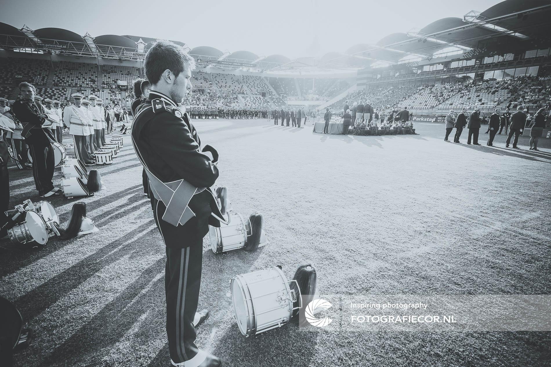Generale repetitie | wedstrijden | vlag | voetbalveld | zwart-wit