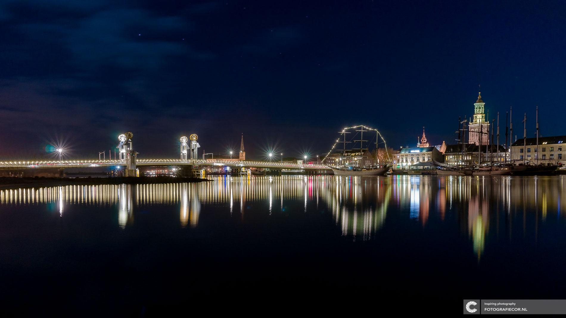 Prachtige avondfotografie van lichtstad Kampen - Overijssel me long exposure fotografie