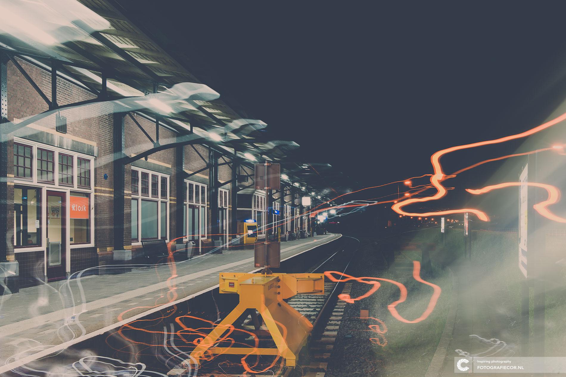 Exposure | Station treinrails | creatief vrij werk | avondfotografie | lange sluitertijd