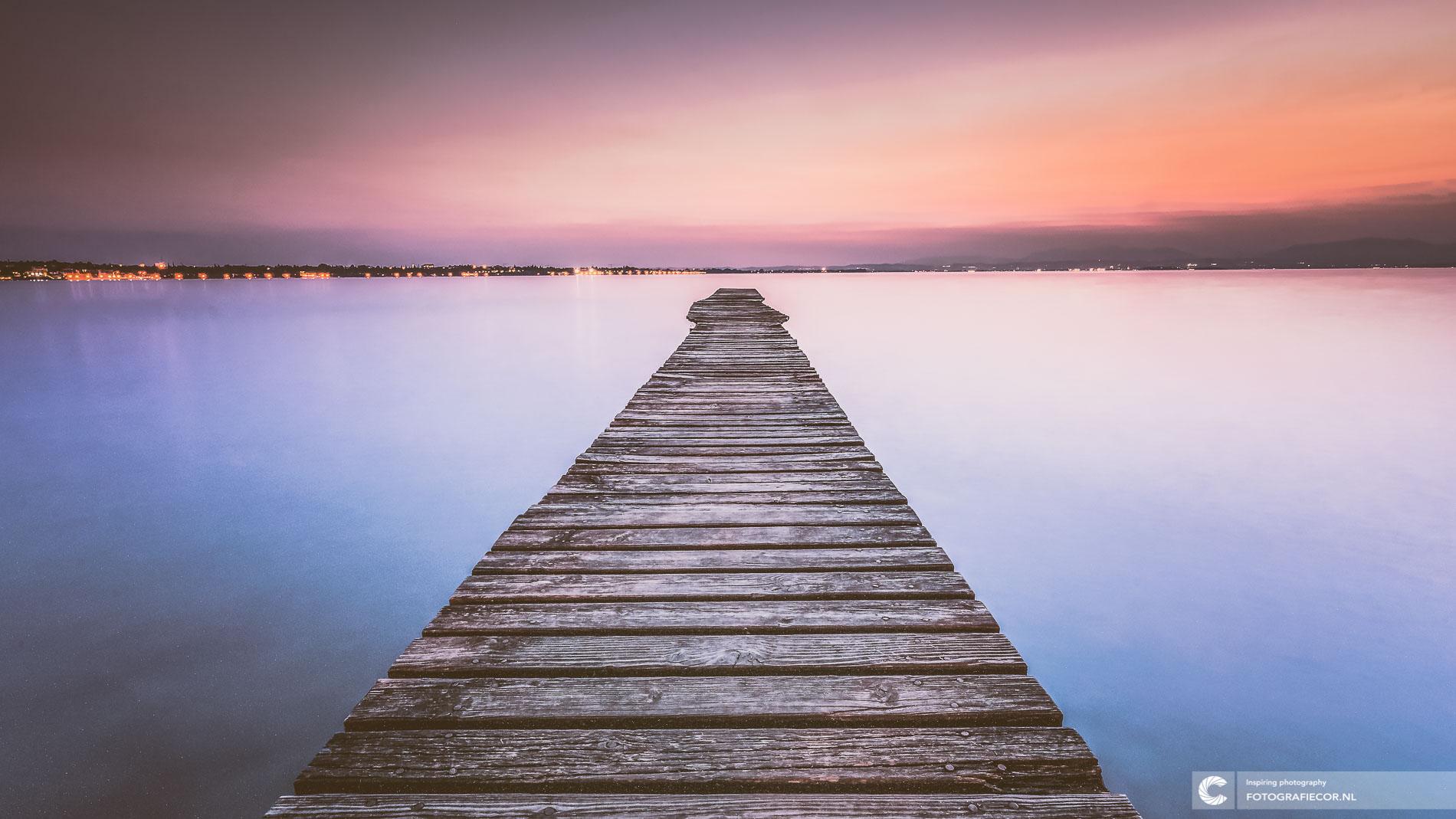 Houten steiger zonsondergang Gardameer | Avondfotografie