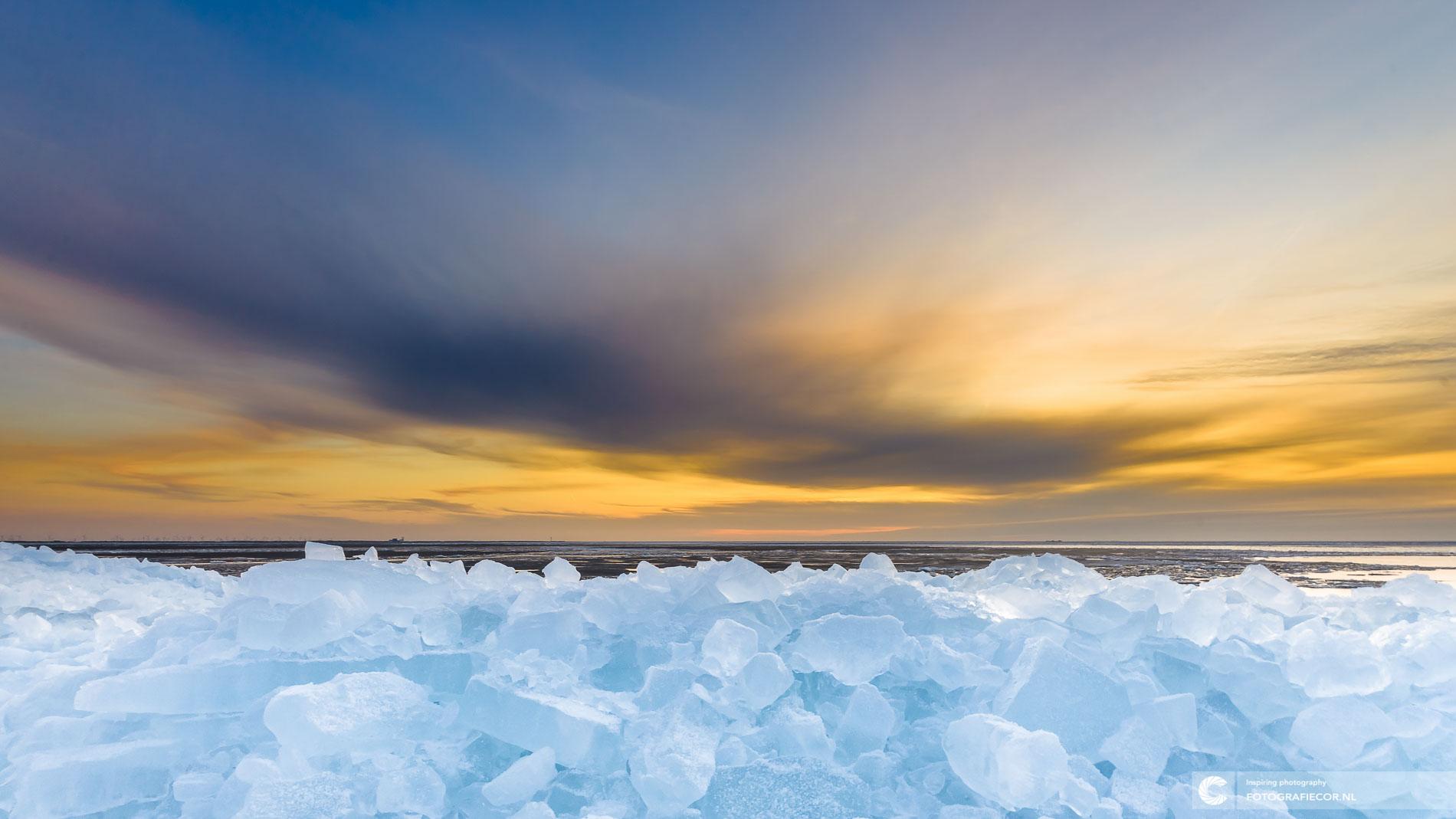 kruiend ijs IJsselmeer, Urk, Holland | Landschapsfotograaf