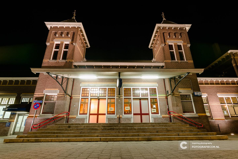 Avond fotografie met nacht foto van station in Kampen aan de IJssel - hanzesteden | Architectuurfotografie IJsselmuiden, Kampen, Zwolle