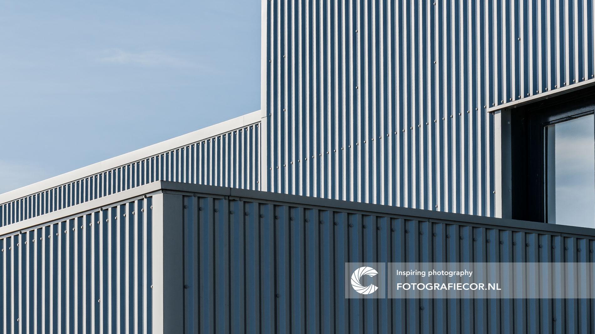 Lijnenspel industrieel gebouw | architectuurfotograaf