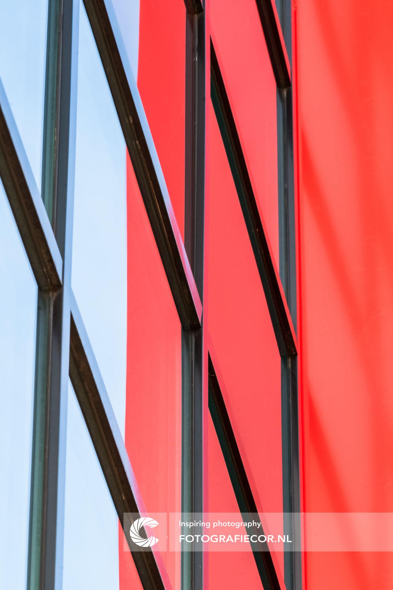 Architectonische lijnen ramen modern gebouw | architectuurfotograaf