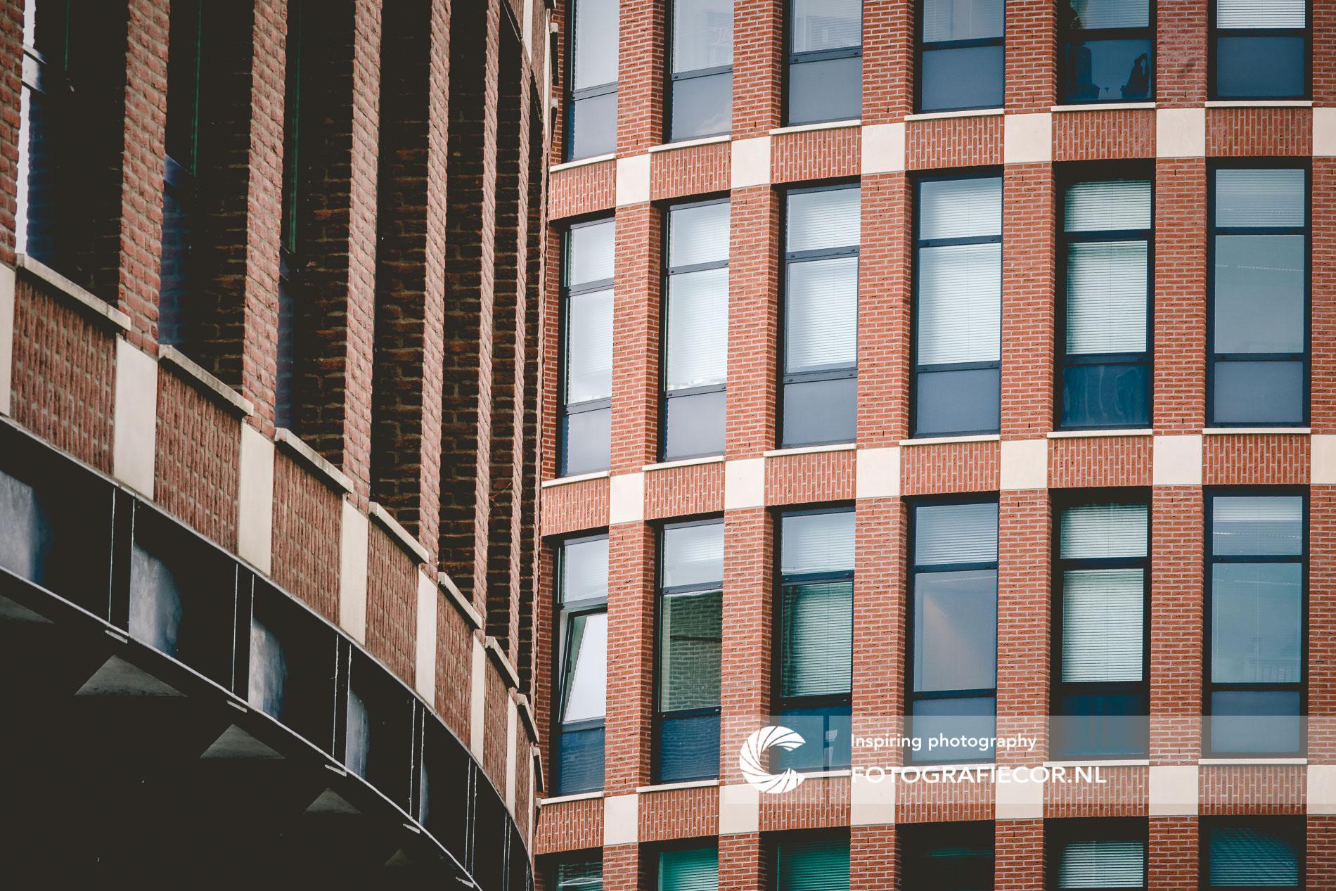 Lijnenspel gebouw Roermond | architectuurfotograaf