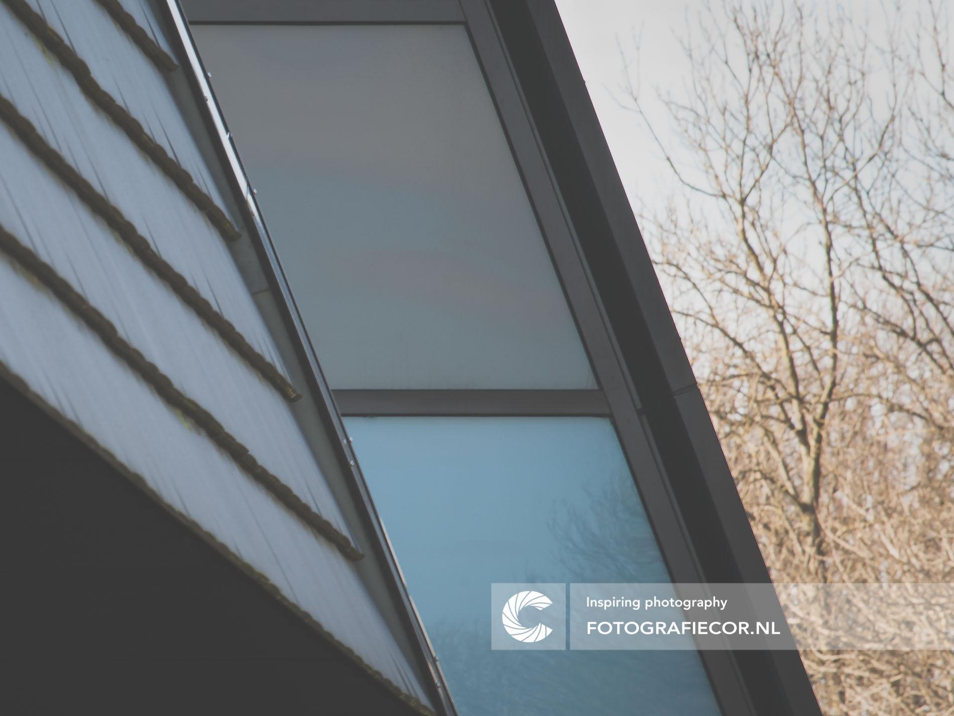 Architectonische lijnen ramen industrieel gebouw | architectuurfotograaf