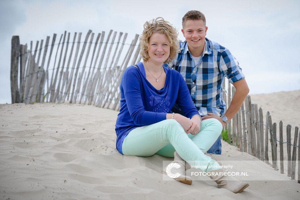 Loveshoot van stelletje op het strand