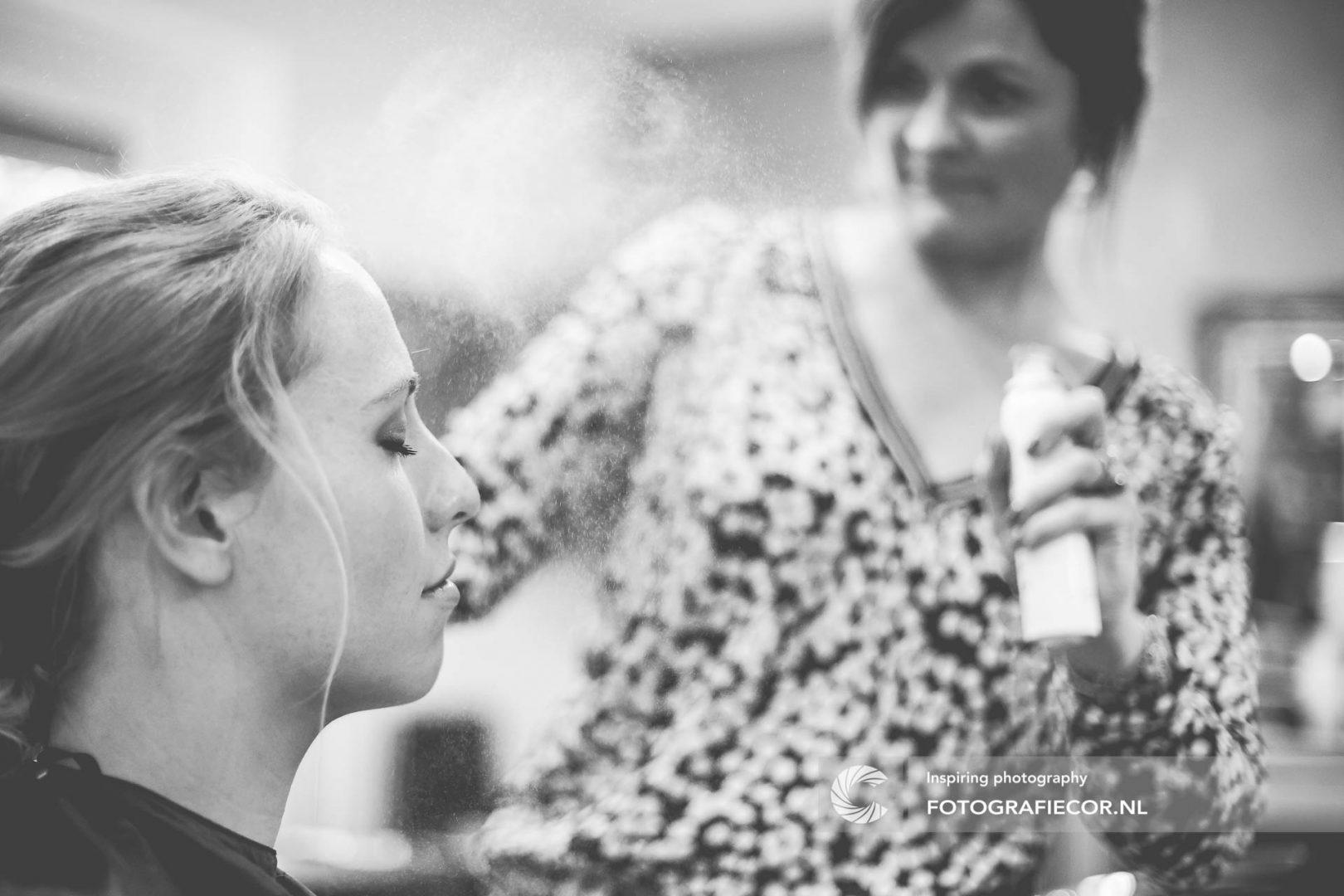 trouwfoto | kapper | trouwreportage | huwelijk | fotograaf | foto | locatie | Trouwen