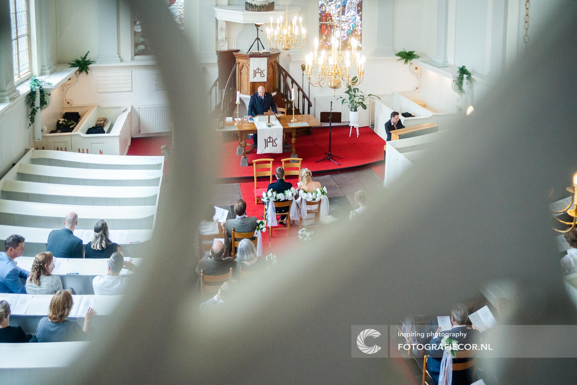 Trouwen in de Lutherse Kerk bruidsfotografie door trouwfotograaf Kampen | fotoshoot huwelijk | bruidsfotograaf Zwolle IJsselmuiden Emmeloord | fotografie voor de mooiste dag
