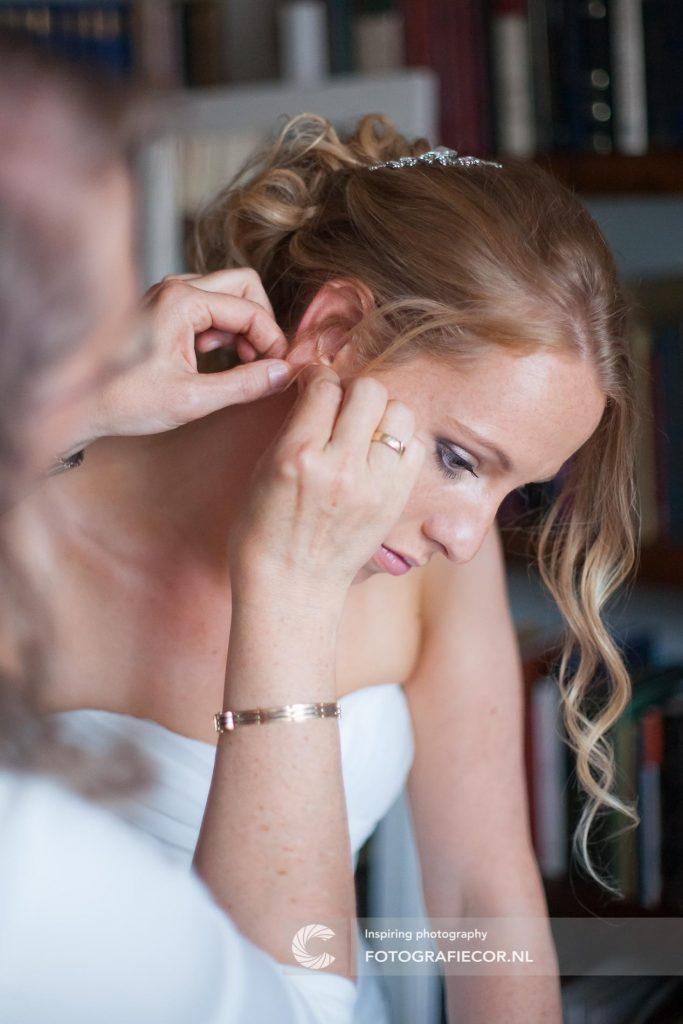 Trouwfotograaf | Aankleden | trouwreportage | fotograaf | foto | locatie | IJsselmuiden | Zwolle
