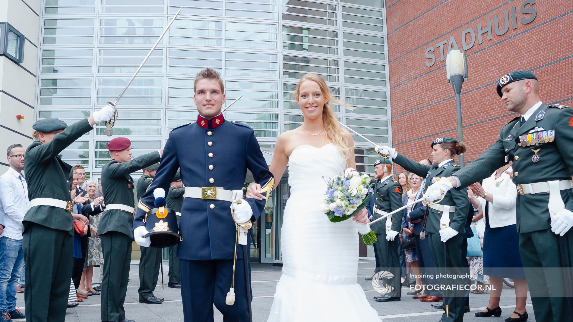 bruidsfotografie stadshuis door trouwfotograaf Kampen | fotoshoot huwelijk | bruidsfotograaf Zwolle IJsselmuiden Emmeloord | fotografie voor de mooiste dag
