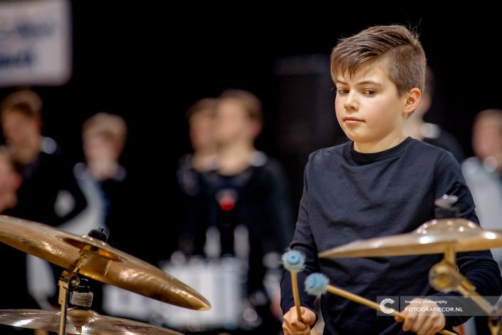 Indoor percussion muziek maken Jeugdband | Eventfotografie Color Guard Nederland