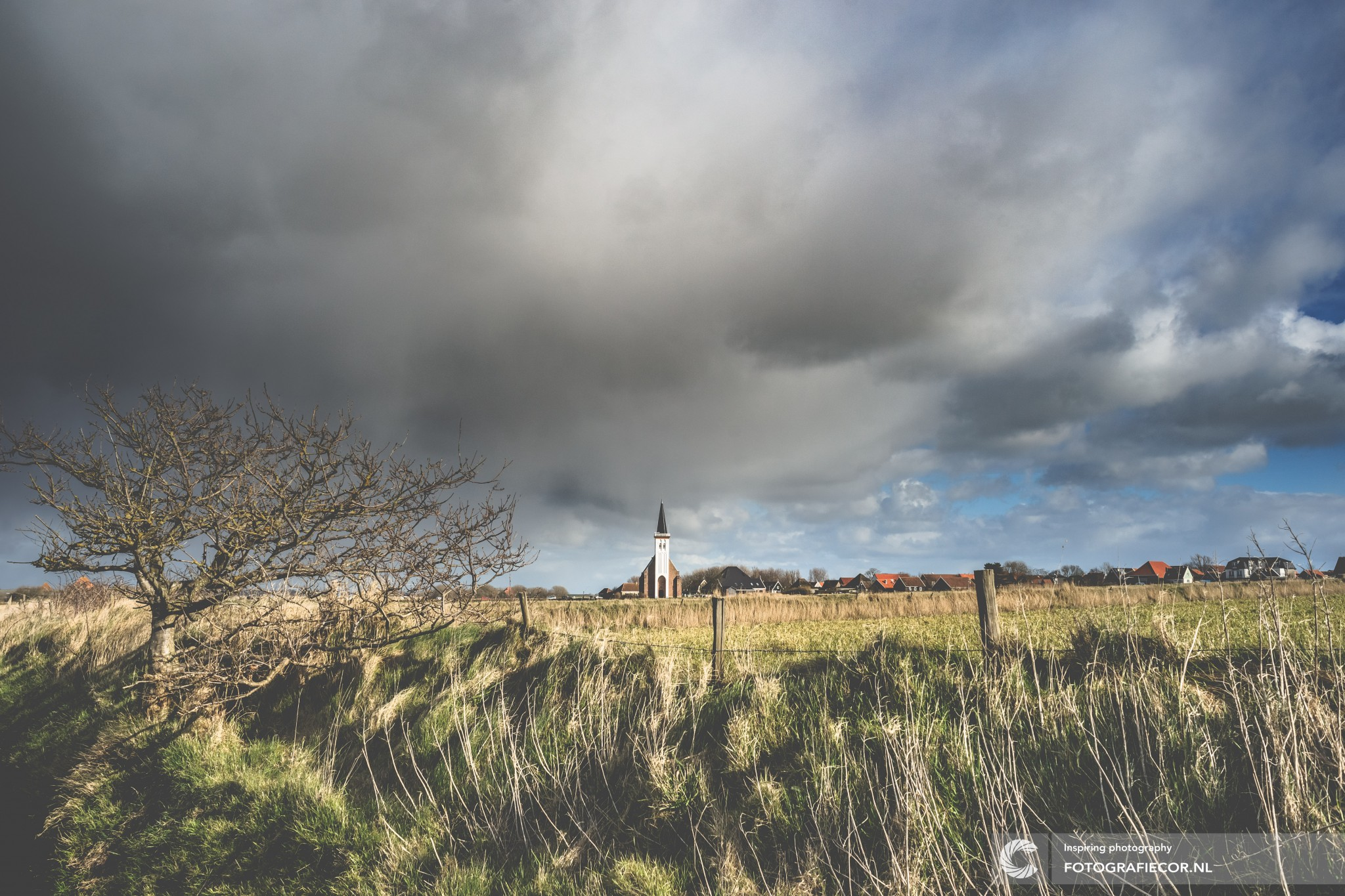 hyperfocale afstand | Portfolio | landschap | kerk | Den Hoorn | wit | landschap | voorjaar | eiland |wadden | Nederland