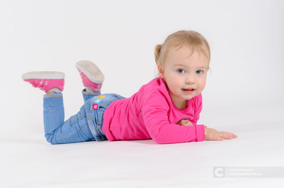 fotoshoot kinderen | Spontaan kinderportret | portretfotograaf | studio | vrolijke kinderfoto