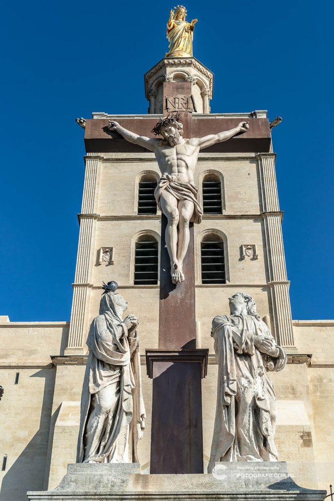 Avignon | palais des papes | Kathedraal | Paus | middeleeuws | paleis | Vaticaan | Geloof |Kruis | Jezus