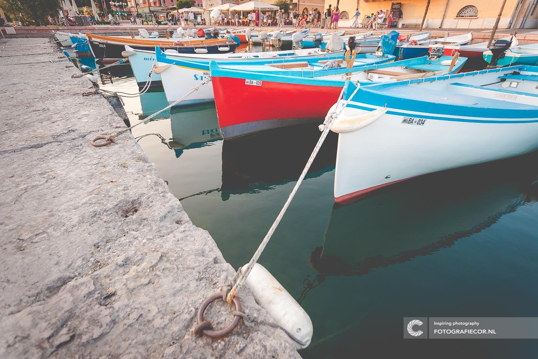 Lazise | Italie | Gardameer | Haven | Lago di Garda | Noord Italië | Alpen | Italiaanse meren | Vissersboten
