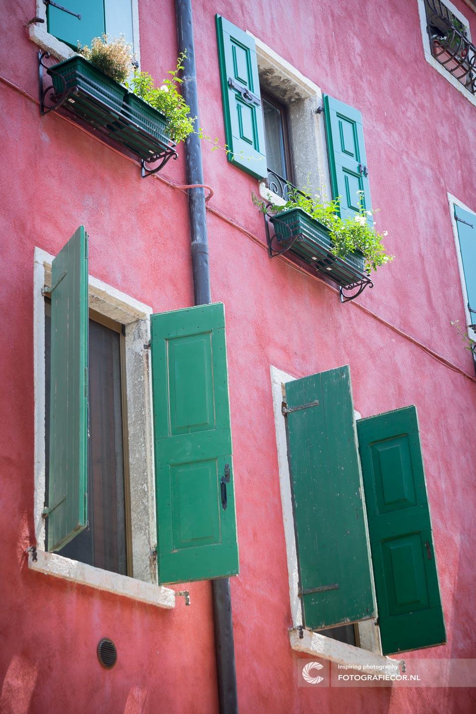 Ramen | luiken | romantisch | Cultuur | Architectuur | Italie | Gardameer | Lago di Garda | Noord Italië | Italiaanse meren