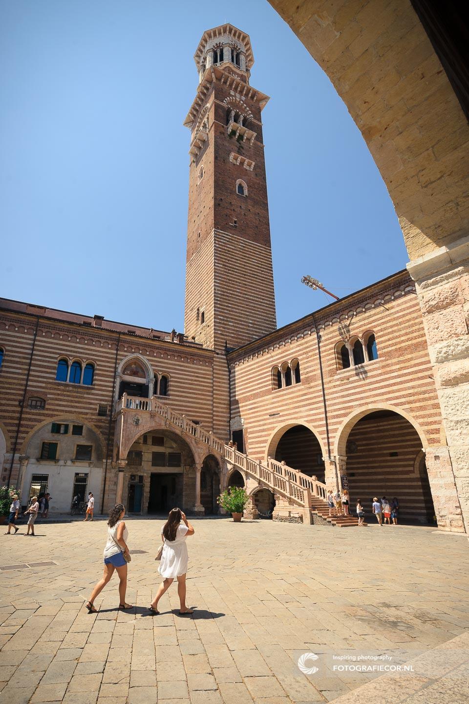 Dante | Torre dei Lamberti. | Verona | Italie | Gardameer | Lago di Garda | Noord Italië | Italiaanse meren