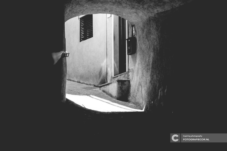 Limone sul Garda | Italie | Gardameer | doorkijkje | architectuur | bergdorp | uitzicht | Lago di Garda | Noord Italië | Alpen | Italiaanse meren