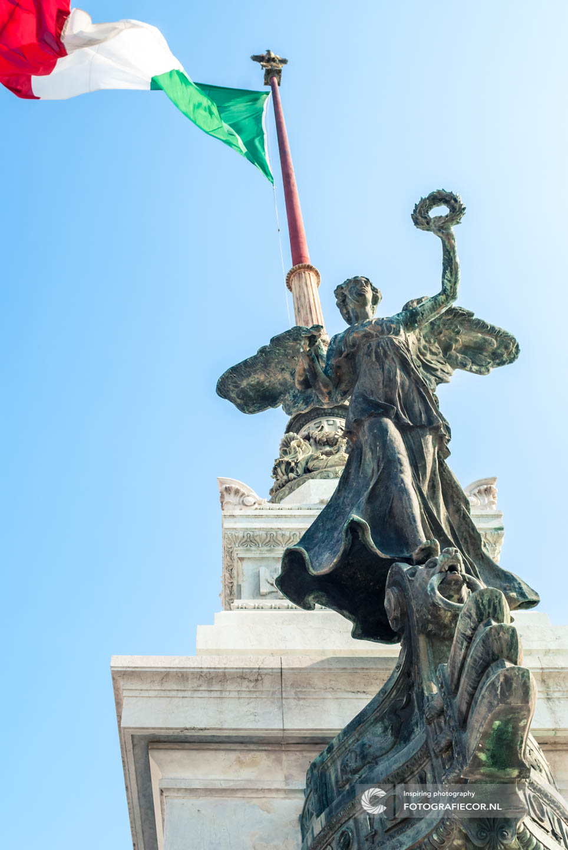 Monument| Victor Emanuel II | Altare della Patria | Italie | rome | vlag | engel | kunst | beeldhouwwerk