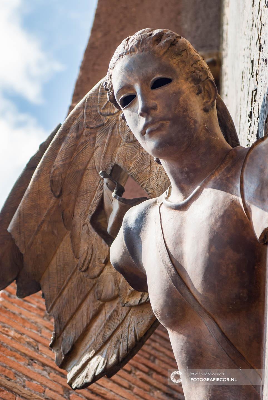 Rome | kunst | Italie | Thermen van Diocletianus | kerk | Santa Maria degli Angeli e dei Martiri | Bronzen deuren | Engel