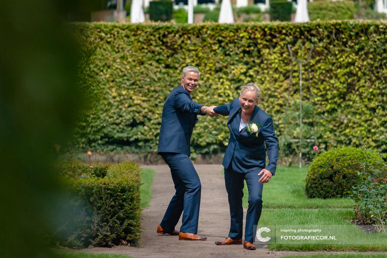 Vrolijke | spontane | bruidsfoto | bruiloft fotograaf | huwelijksfotograaf | trouwfoto's | trouwreportage | Trouwen | Kampen