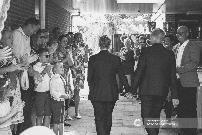 Ontvangst | tuinfeest | bruidsfoto | bruiloft fotograaf | bruidsreportage | huwelijksfotograaf | trouwfoto's | Trouwen | Kampen