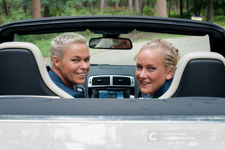 Trouwauto | Cabrio | bruidsfoto | bruiloft fotograaf | huwelijksfotograaf | trouwfoto's | trouwreportage | Trouwen | Kampen