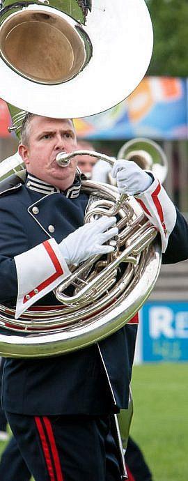 Kamper Trompetterkorps | Kampen | Sousafoon speler in actie