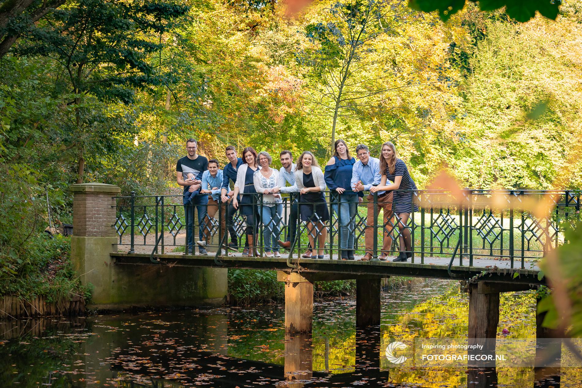 Familiefoto buiten maken in het Engelse werk | Fotografiecor nl
