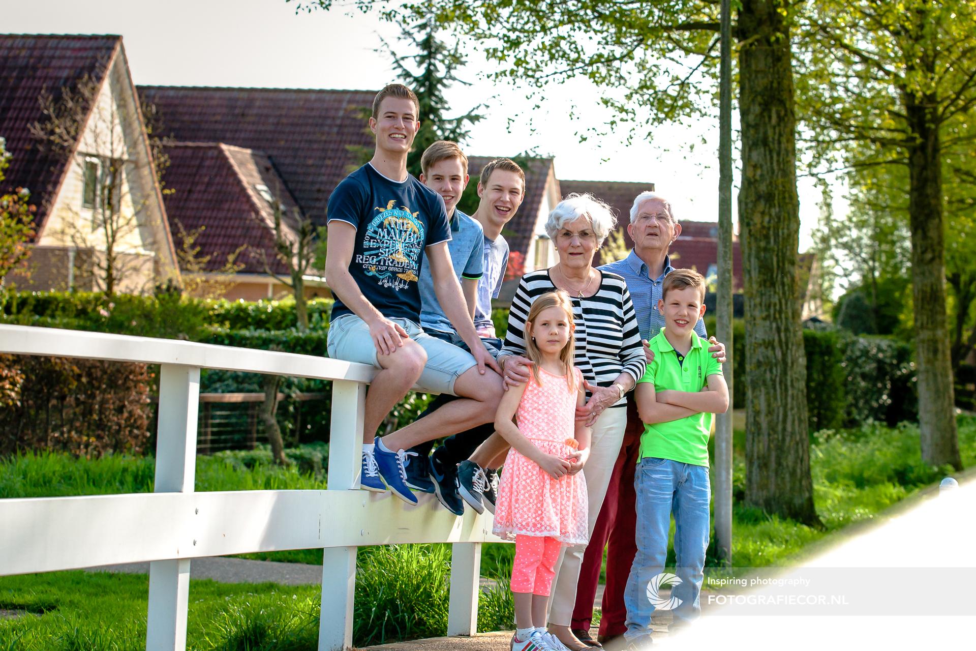 Kleinkinderen | Fotoshoot Kinderen | Vrolijk | Spontaan | Opa | Oma | familiefoto maken Kampen | familie fotoshoot op locatie